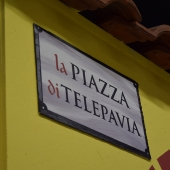 La piazza di telePAVIA, insegna