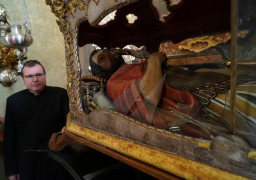 Casei Gerola, ex chierichetto devasta la chiesa del '300: danni ingenti