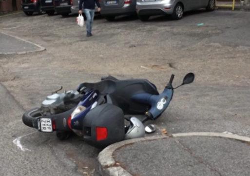 Pavia, lo investe con lo scooter e poi fugge